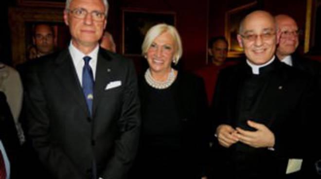 L'AMBASCIATORE ITALIANO IN INDIA DANIELE MANCINI, SARA IANNONE, IL MONSIGNORE LUIGI FRANCESCO CASOLINI