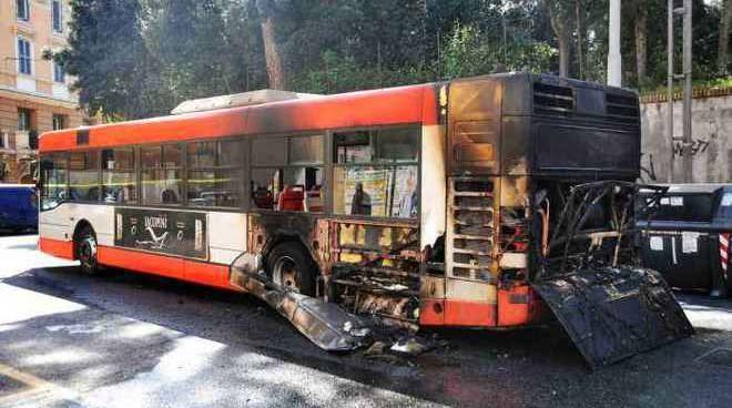 Cronaca di Roma Bus fiamme