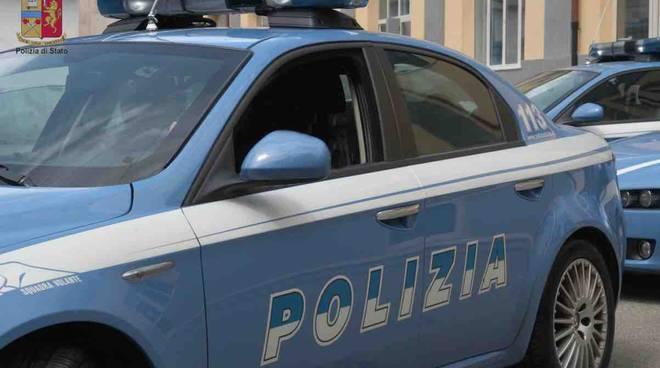 Polizia e carabinieri hanno arrestato a Cosenza i ladri di una serie di furti in scuole, esercizi commerciale e uffici.