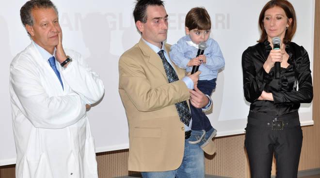 Il dott. Amodeo con Matteo e la famiglia Ferrari