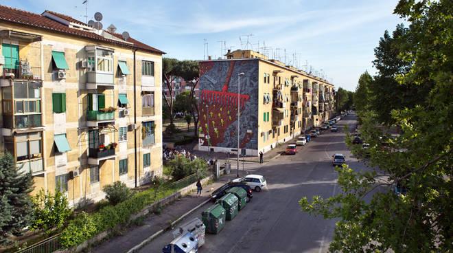 """Immigrati cacciati a San Basilio, Raggi: """"Una vergogna per Roma"""""""
