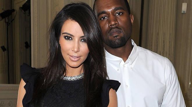 kim-kardashian-dopo-rapina-e-divorzio-lancia-kimoji