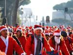 pedalata-dei-babbo-natale-invade-il-centro-di-roma-per-aiutare-i-bimbi-onco-ematologici09