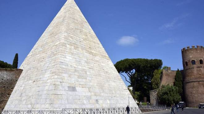 Piramide restaurata
