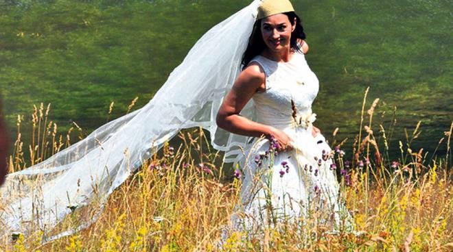 ON-THE-MILKY-ROAD-Monica-Bellucci-Emir-Kusturica-Set-Photo-04