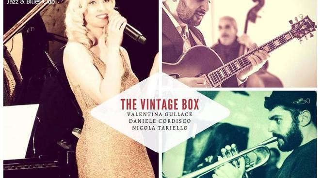 The Vintage Box Trio in concerto al Charity Café