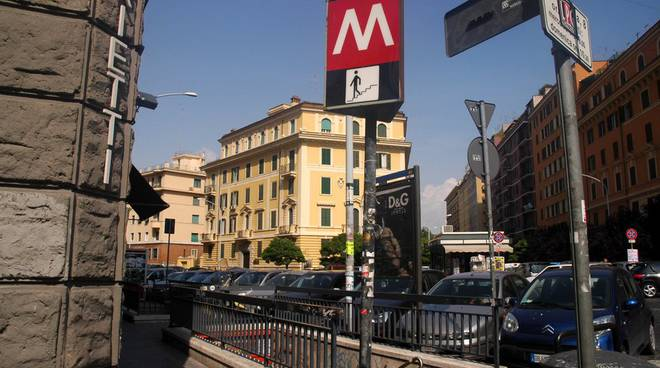 Fermata Metro Re di Roma