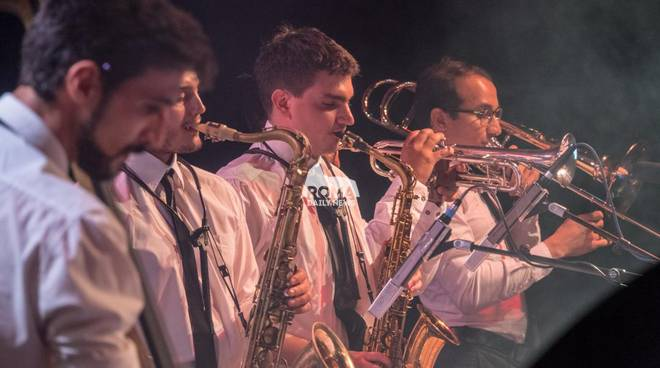 Gomb Jazz Band & Chiara Viola in concerto a Village Celimontana