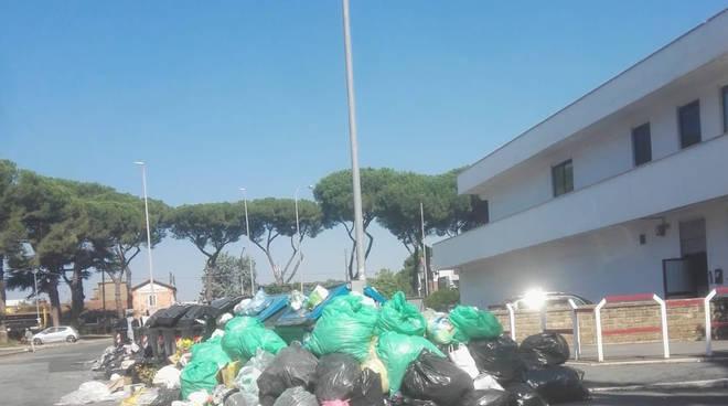 Immondizia stradale - Zona San Cleto