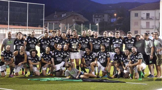 L'Aquila con la Coppa del Campionato