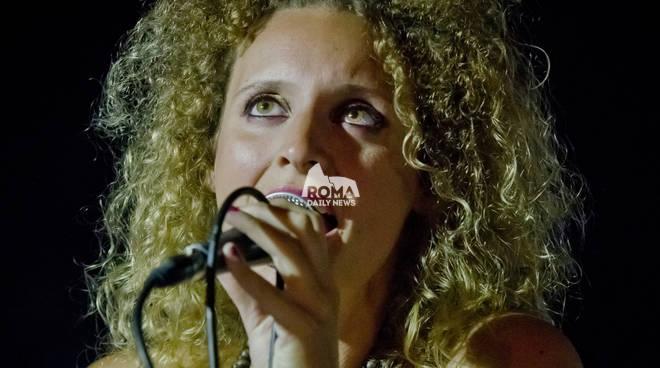 """Chiara Viola \""""Until Now\"""" in concerto al Charity Café"""