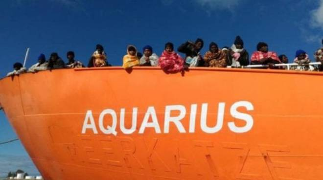 Migranti, nave Aquarius sequestrata per smaltimento di rifiuti. Indagata Msf