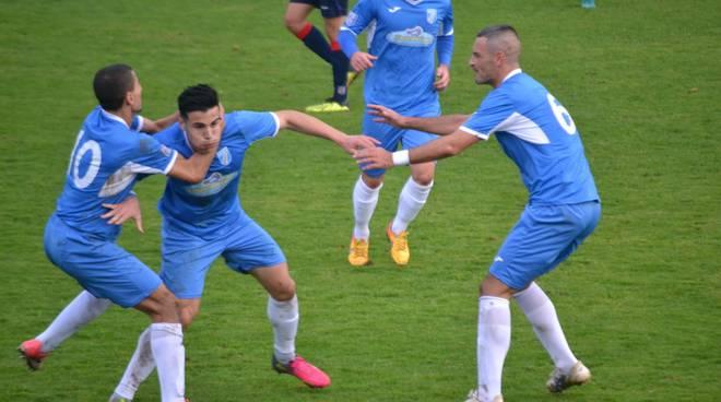 Pace esulta dopo gol alla Torres
