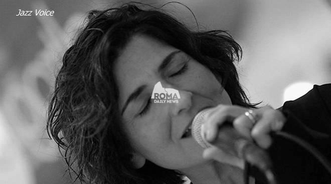 Francesca Dottarelli Bossa & More Trio in concerto al Charity Café