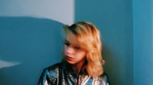 """Il 4 marzo la cantautrice romana Barberini si esibirà all\'Auditorium Parco della Musica di Roma (Teatro Studio Borgna) in occasione del Retape Festival.  A breve sarà online il videoclip del brano """"Le Balene"""". Dopo l'estate, invece, uscirà il se"""