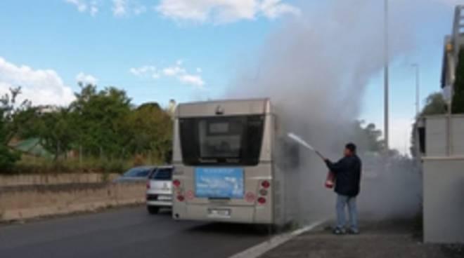 autobus in fiamme 03-05-19