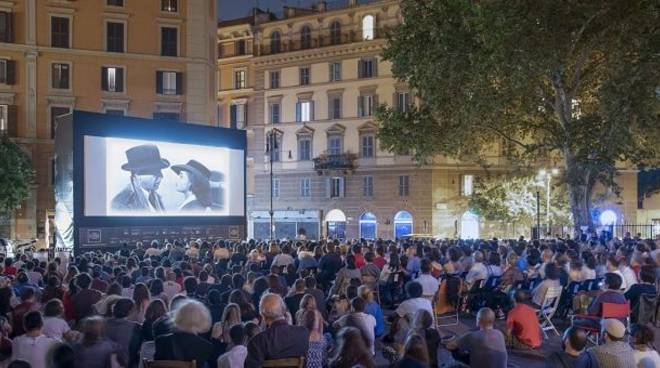 cinema in piazza