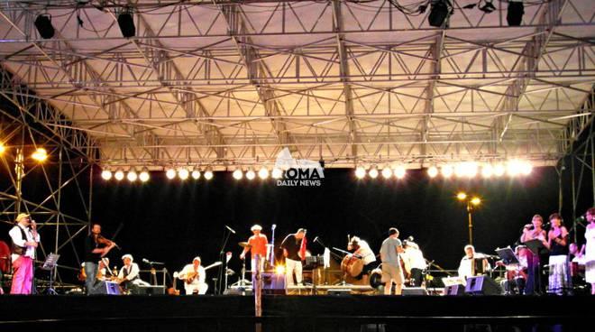 IV Festa del pinolo Fregene concerto Piccola Orchestra Popolare CDI