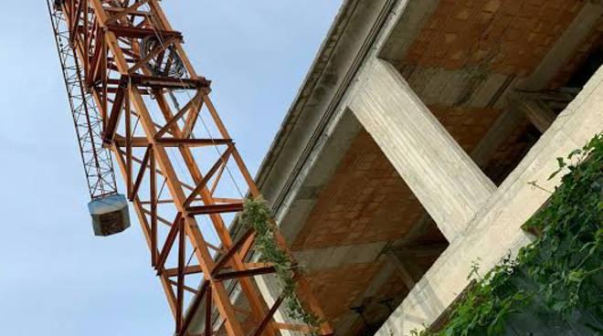 ecomostro cemento in via Serritelli