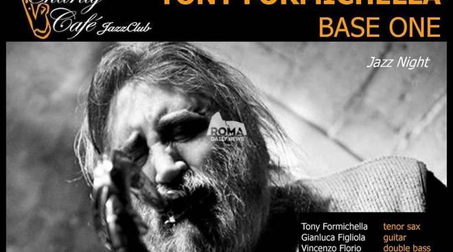 """Tony Formichella \""""Base One\"""" in concerto al Charity Café"""