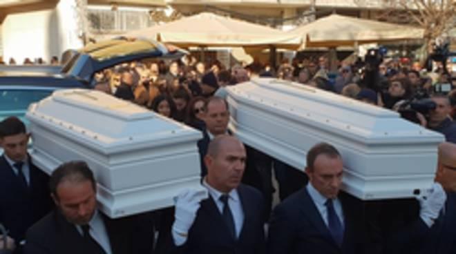 funerale 16enni