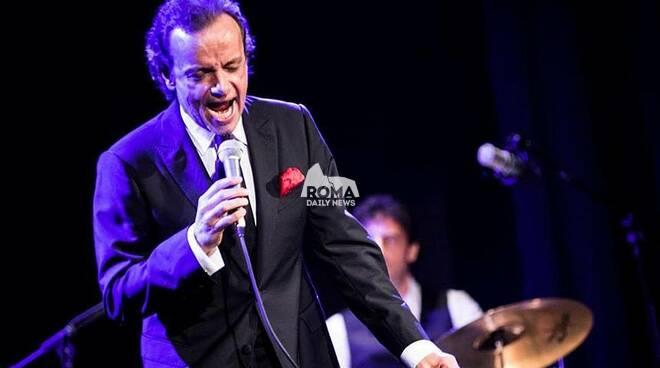 Gianluca Guidi canta Sinatra a Village Celimontana