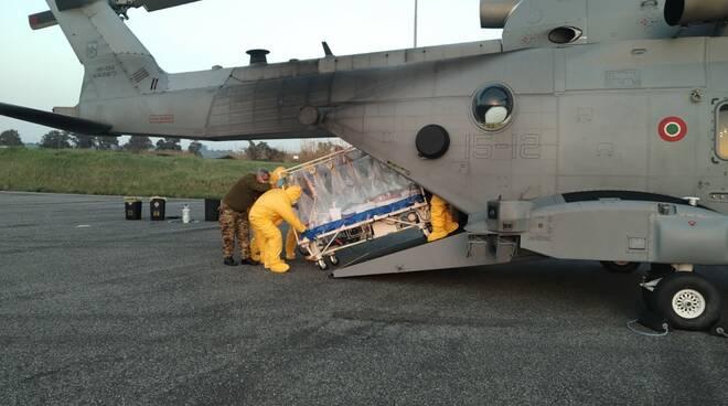 biocontenimento elicottero aeronautica