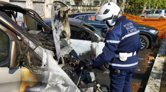 furgone incendiato