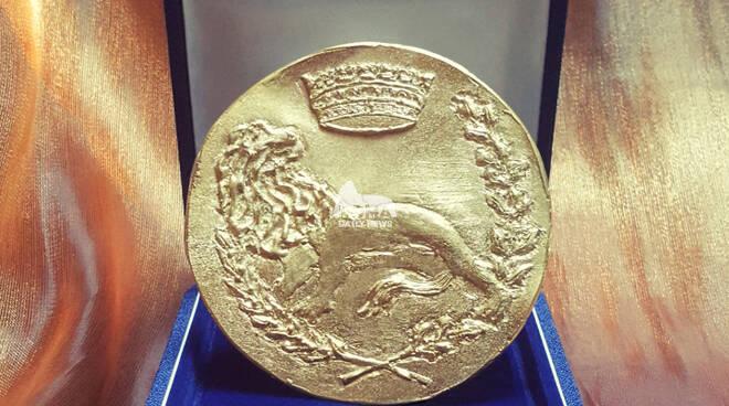 Il Leone Aureo del Premio della Città d'Arte Canale Monterano di Roma 2021 all\'artista Giovanni Gambasin