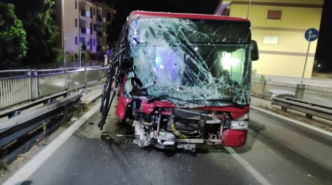 incidente autobus via giustiniana
